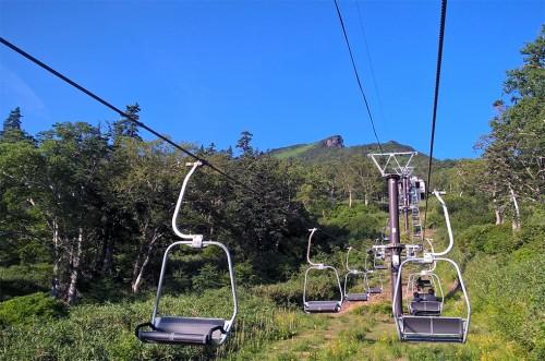 Télésiège de la montagne Asahidake, parc Daizetsuzan, Hokkaido, Japon.