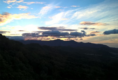 Coucher de soleil au mont Momoiwa, Sapporo, Hokkaido, Japon.