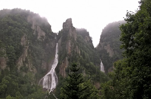 Cascades, village onsen de Sounkyo, Hokkaido, Japon.