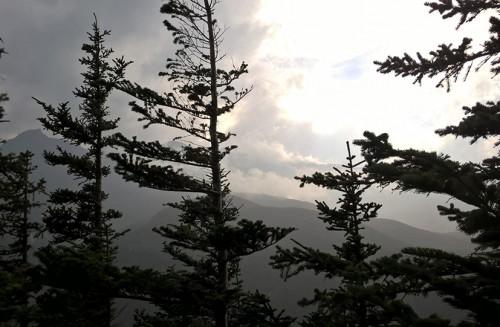 Sentier de randonnée panorama dai, village onsen de Sounkyo, Hokkaido, Japon.