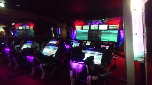 Présentation d'une salle d'arcade au Japon : les jeux de médailles.