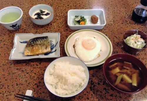 Petit-déjeuner servi dans un minshuku de Yamakoshi, Niigata, Japon.