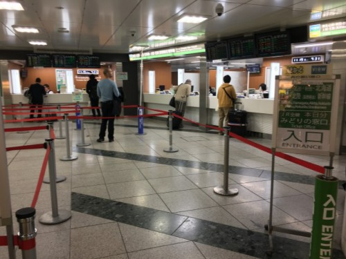 Acheter son billet de Shinkansen pour la ville de Murakami, Niigata, Japon.