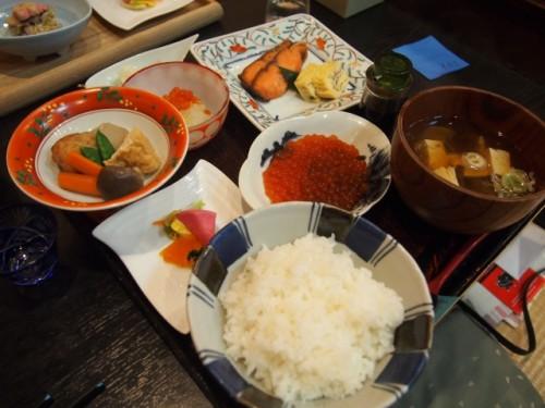 Le menu Harako Teishoku du restaurant Kappo Chidori, Murakami, Japon.