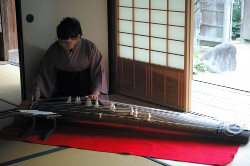 A musician was already playing koto, a traditional Japanese string instrument.