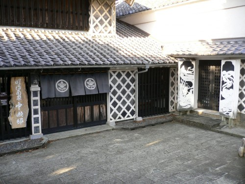 During the Edo Era, Matsuzaki was an important place for the production and transportation of stones (which were used for the construction of the Edo Castle).