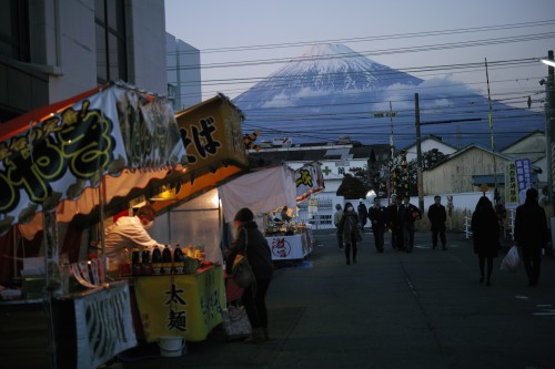 On the way, food stands with Fuji-san in the background.