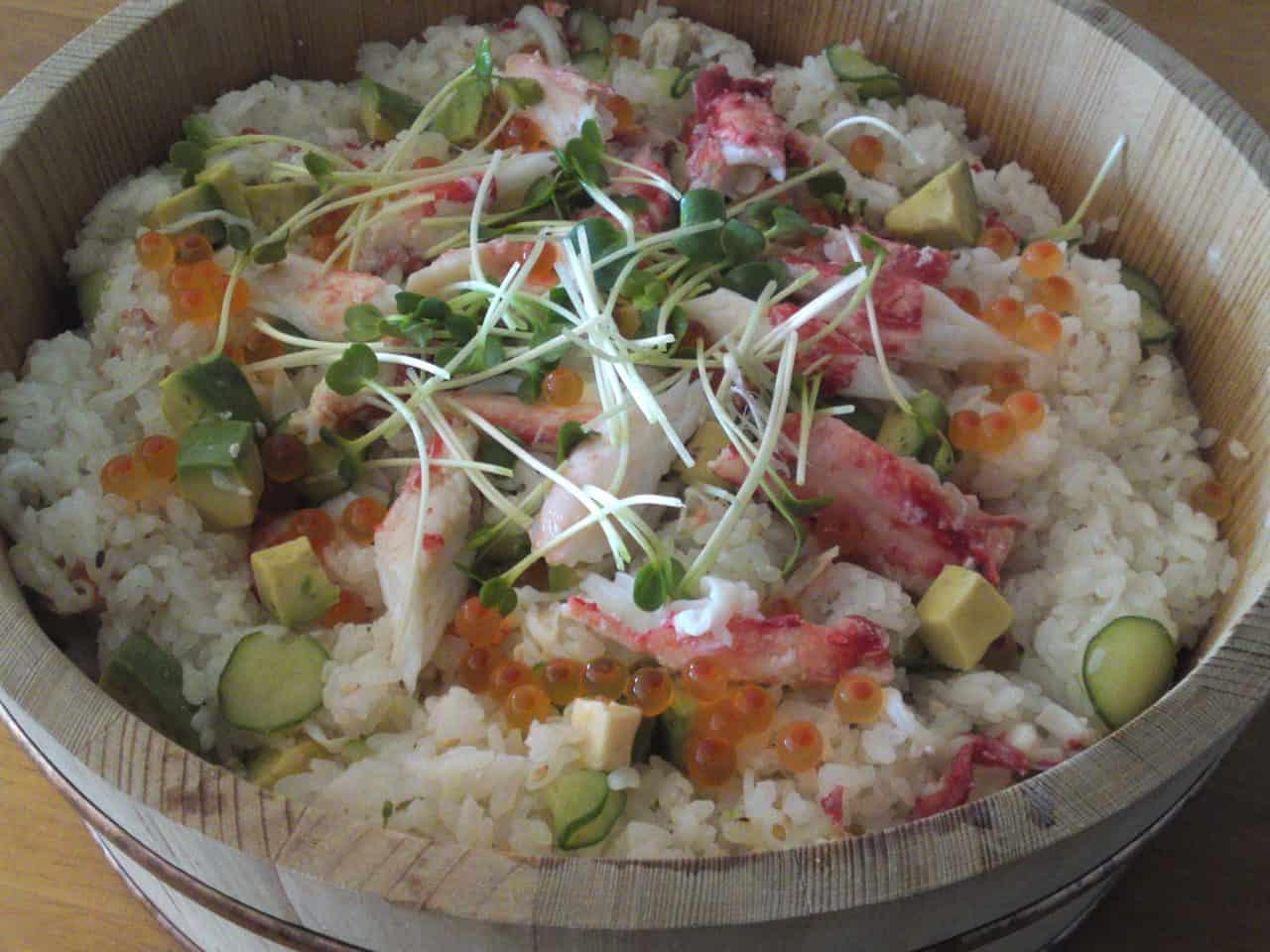 Chirashizushi au crabe taraba