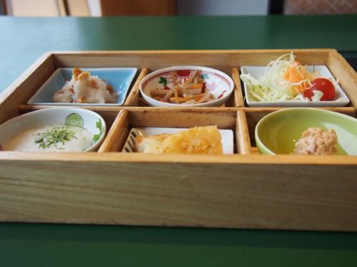 Le petit déjeuner traditionnel japonais au Kinugawa Park Hotel
