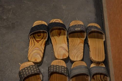 Les chaussures tradionnelles du onsen Hakone Yuryo à Kakone, tout près de Tokyo