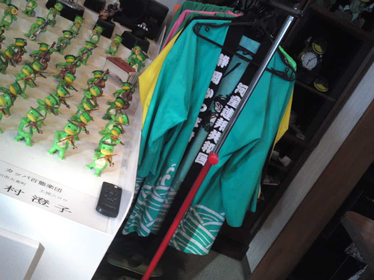 Collection de Kappa au Musée de Kappa de Tach-chan's dans la Ville de Yaizu et la veste traditionnelle pour le festival