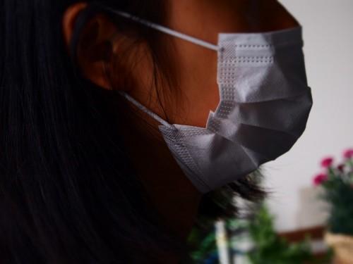 Une femme portant un masque au Japon, masques