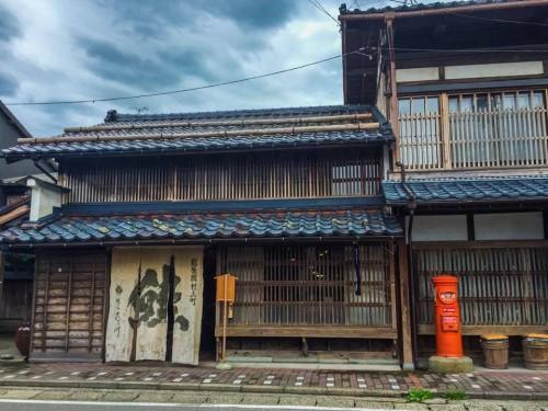 La facade de la boutique de saumon Kikkawa à Murakami, Niigata