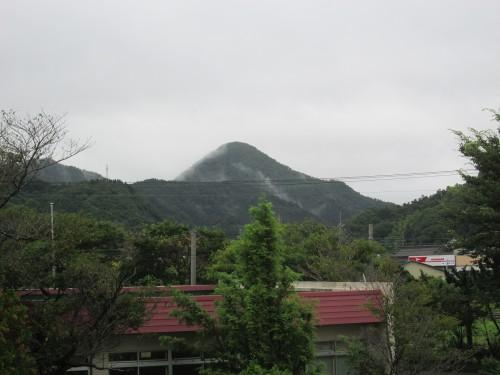 Le vue sur les montagne depuis l'hôtel dans un collège à Murakami, Niigata