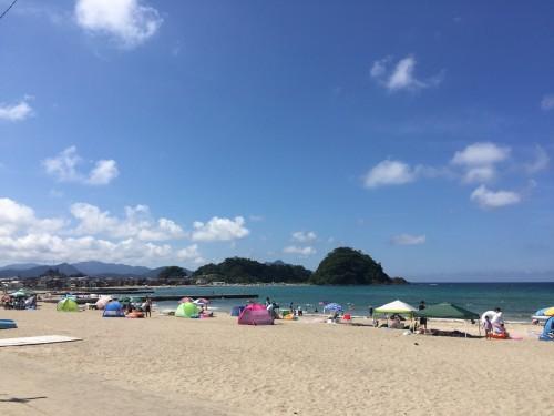 La plage Shirahama, tout près de la plage Wakasa Wada Beach au nord de Kyoto dans la préfécture de Fukui, au Japon.