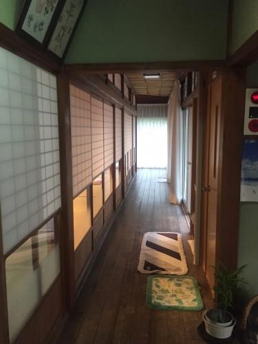 Le minshuku Wakashisou et son couloir à Wakasa Takahama, une ville paisible au bord de la mer, près de Kyoto