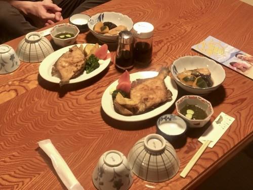 Le dîner avec du fugu au minshuku Wakashisou