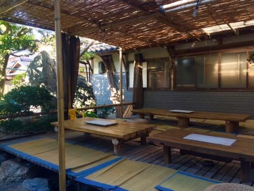 Le minshuku Tokiokaso à l'exterieur pour manger avec tatami et table basse