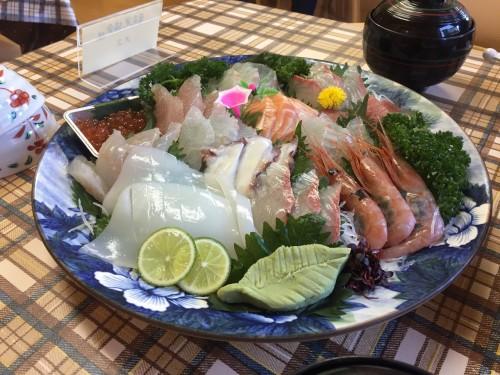 Le plateau de sashimi au minshuku Tokiokaso