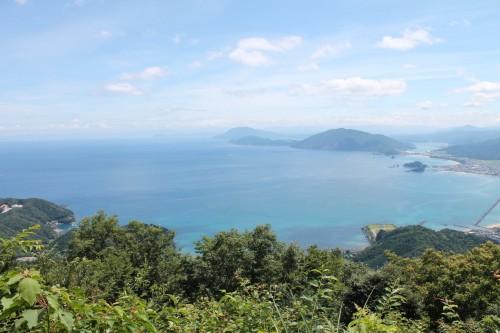 Le sentier de randonnée pour monter au mont Aoba à Wakasa Takahama avec le beau panorama de la balise 2.