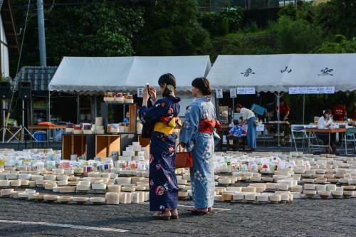 Le village de potiers d'Okawachiyama tout près d'Imari avec son festival et ces femmes en kimono