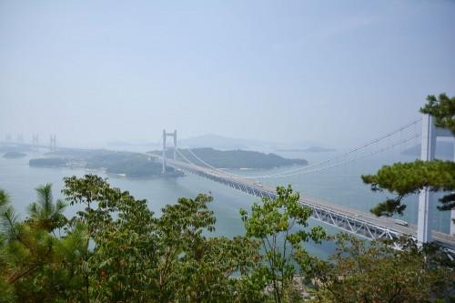 Le pont de Seto depuis le point de vue Washuzan dans le parc national Setonaikai, Okayama, Japon