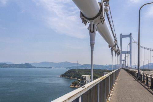Vue depuis l'un des ponts de la Shimanami Kaido, dans la région de Setouchi au Japon
