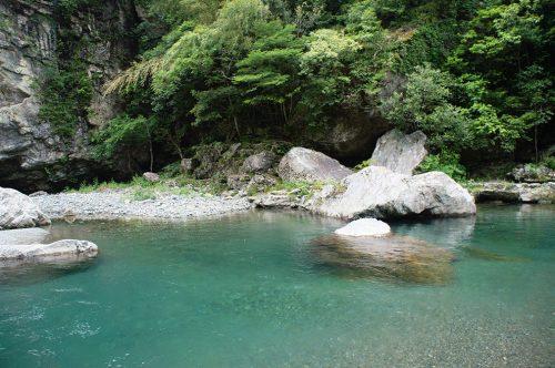 La vallée de Nakatsu où coule la rivière Niyodogawa dans la préfecture de Kochi, Japon
