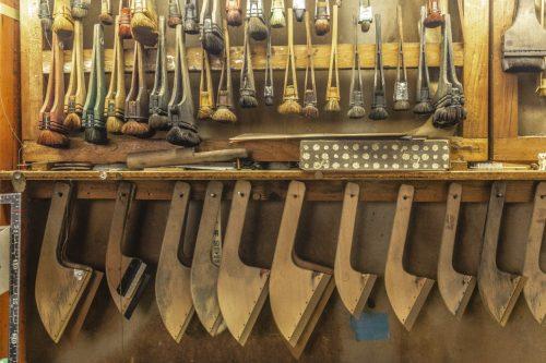 Les outils utilisés dans l'atelier d'impression sur toile de la ville de Murakami près de Niigata, Japon