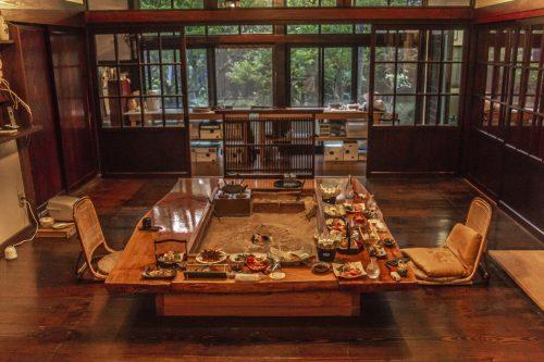 Diner à l'auberge Goushikan près de Murakami dans la préfecture de Niigata, Japon