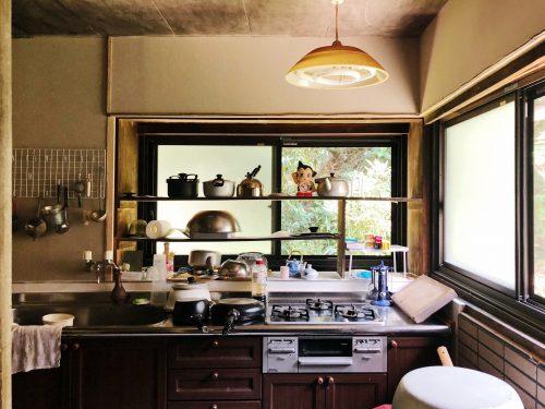Dans la cuisine du restaurant Botanchaya près de Toon, préfecture d'Ehime, Japon