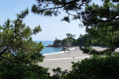 La plage de Katsurahama à Kochi, sur l'île de Shikoku, Japon