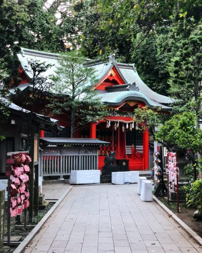 L'un des temples situés à Enoshima, près de Tokyo, Japon
