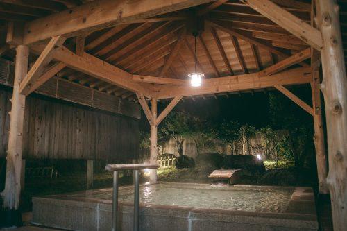 Outdoor hot springs at Tsurugi Koizuki Ryokan, Toyama Prefecture.