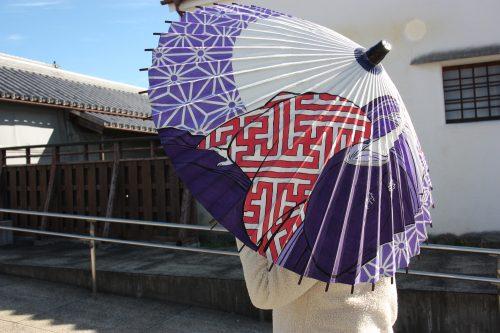 Ombrelle japonaise dans le quartier historique d'Udatsu, Mima, Tokushima, Shikoku, Japon