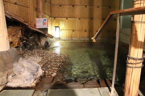 Bain chaud en plein air à Kaminoyama Onsen, Tohoku, préfecture de Yamagata, Japon