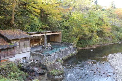 Bassin extérieur à Osawa Onsen, Hanamaki, préfecture d'Iwate