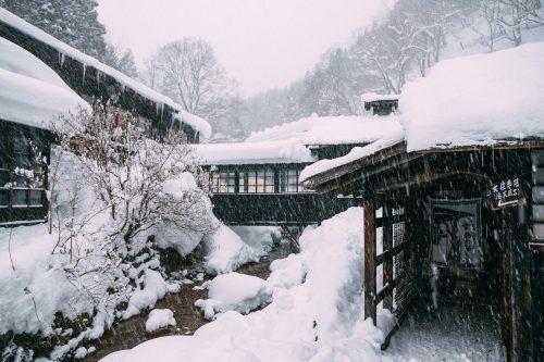 Le ryokan Tsurunoyu sous la neige à Nyuto Onsen, Akita, Japon