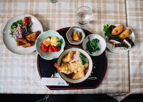 Déjeuner préparé maison servi à la ferme Iori, Semboku, Akita, Japon