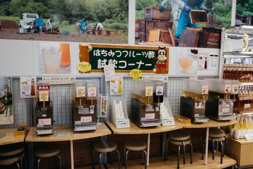 Produits à base de miel de montagne local dans la boutique Yama no Hachimitsuya, Tazawako, Akita, Japon