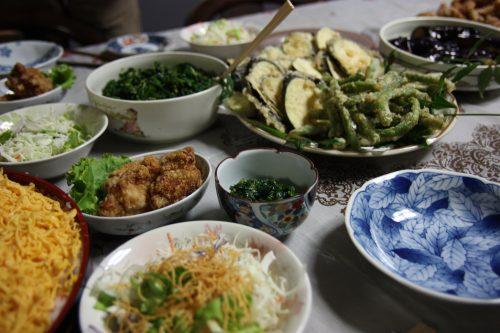 Repas japonais préparé avec des produits locaux à Higashisonogi, préfecture de Nagasaki
