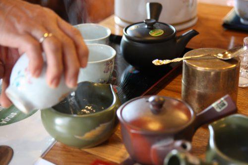 Préparation du thé vert japonais à Higashisonogi, préfecture de Nagasaki