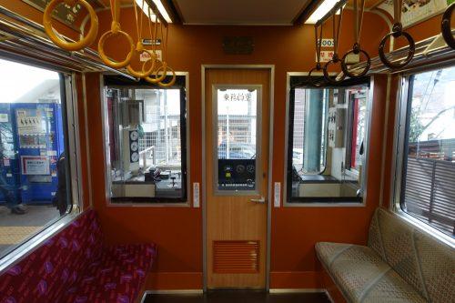 Vue de l'intérieur du train Hakone Tozan d'ODAKYU ELECTRIC RAILWAY