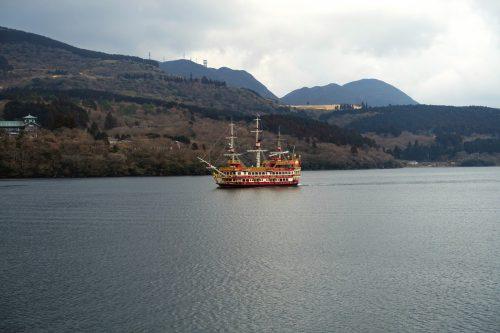 Le bateau pirate qui emmène les visiteurs en croisière sur le lac Ashi à Hakone, Kanagawa, Japon