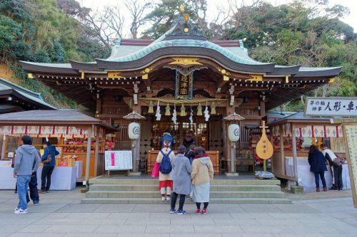 Un des bâtiments du sanctuaire shinto Enoshima-jinja sur l'île d'Enoshima, Fujisawa, préfecture de Kanagawa