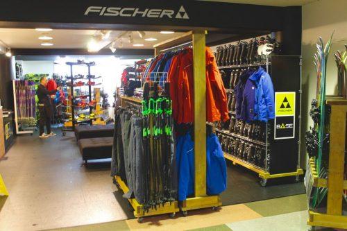 Boutique d'équipement de ski de la station Kamui Ski Links, sur le mont Kamui à Asahikawa, Hokkaido, Japon