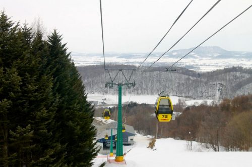 Téléphérique de la station de ski Kamui Ski Links, sur le mont Kamui à Asahikawa, Hokkaido, Japon