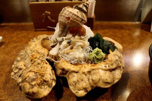Asahikawa, Hokkaido : sashimi de tsubu au restaurant de fruits de mer Oofune
