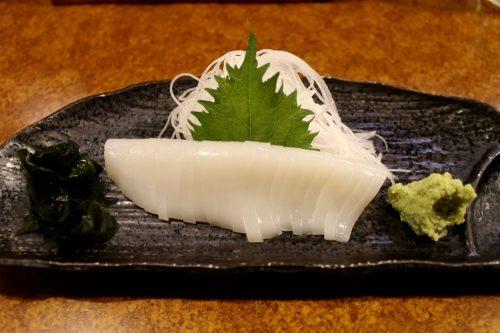 Asahikawa, Hokkaido : sashimi de calamar au restaurant de fruits de mer Oofune