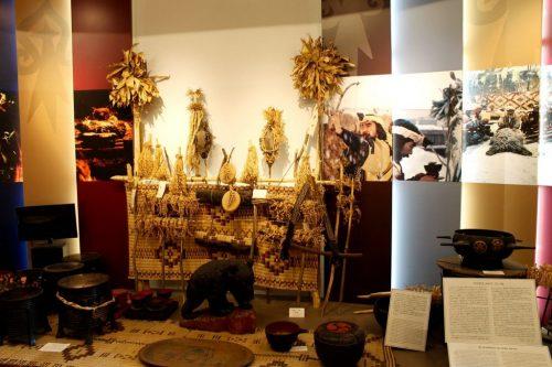 Objets aïnous exposés au Kawamura Kaneto Ainu Memorial Museum d'Asahikawa, Hokkaido, Japon